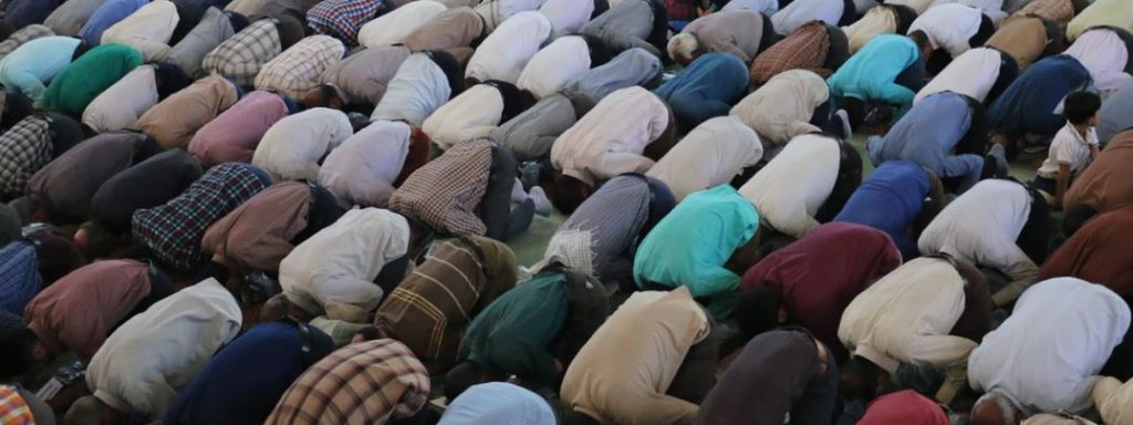 praying-muslims