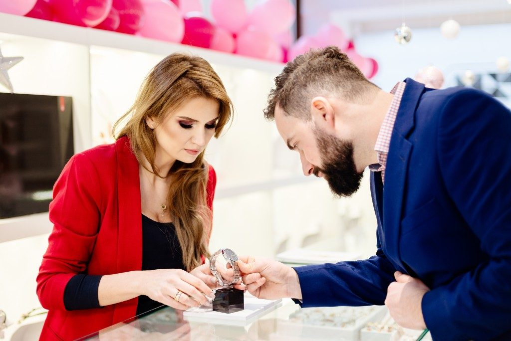Customer with sales clerk