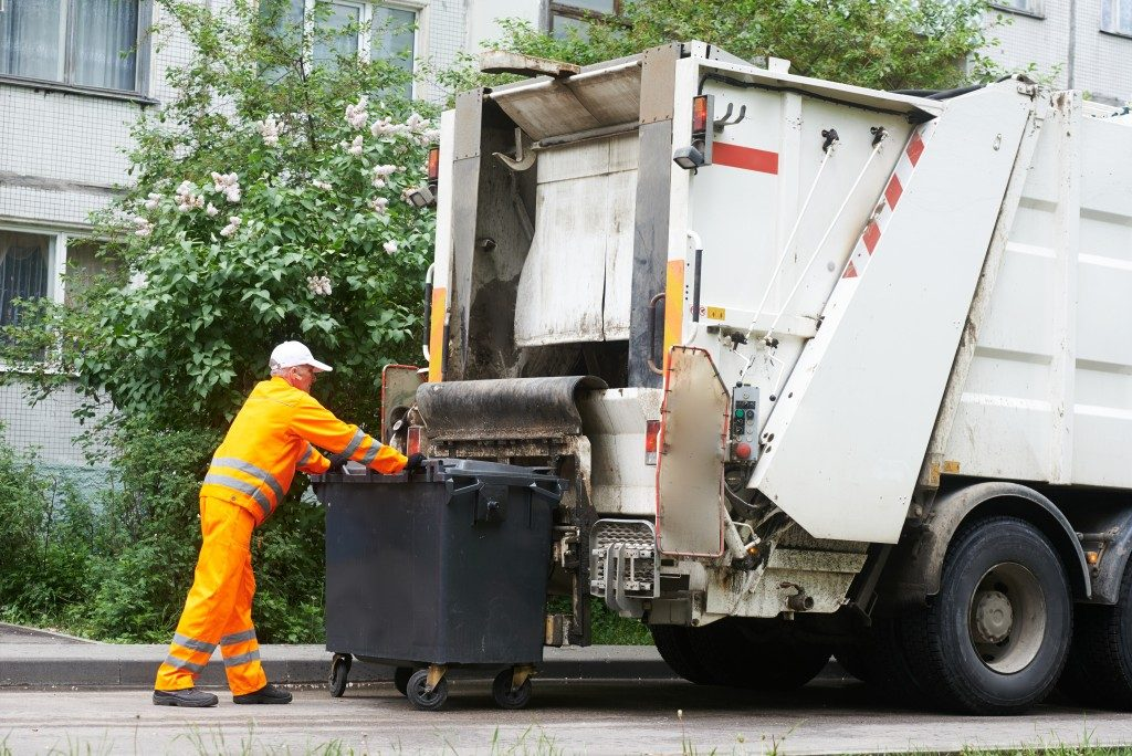 garbage collecting